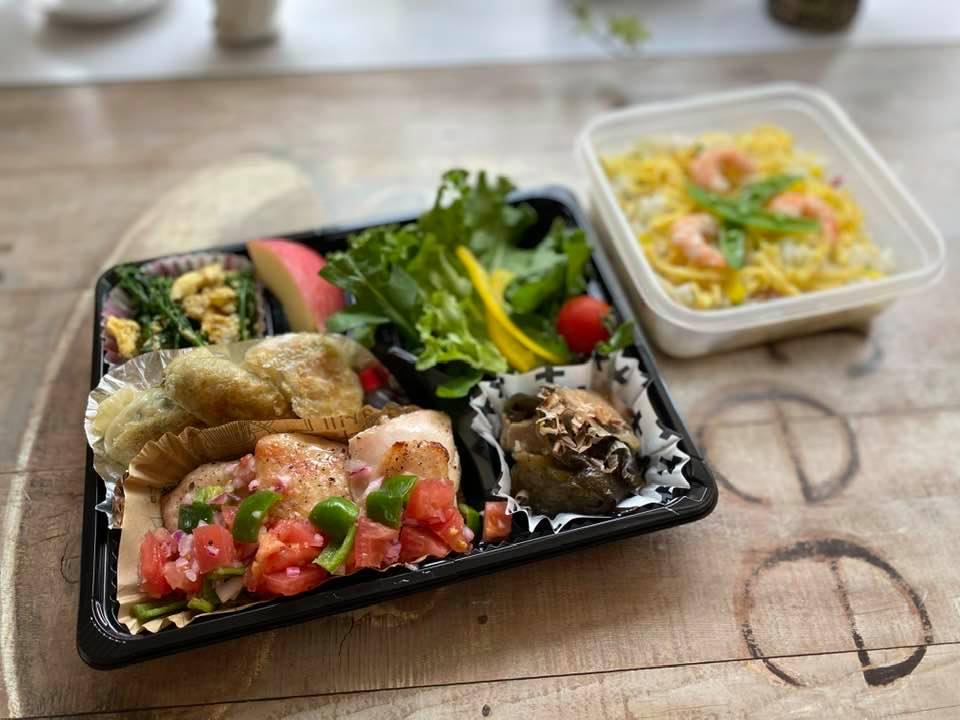 29日の昼 鶏肉のサルサソース、餃子、スティックブロッコリーの卵炒め、豚肉と茄子の麺つゆ煮ほか。