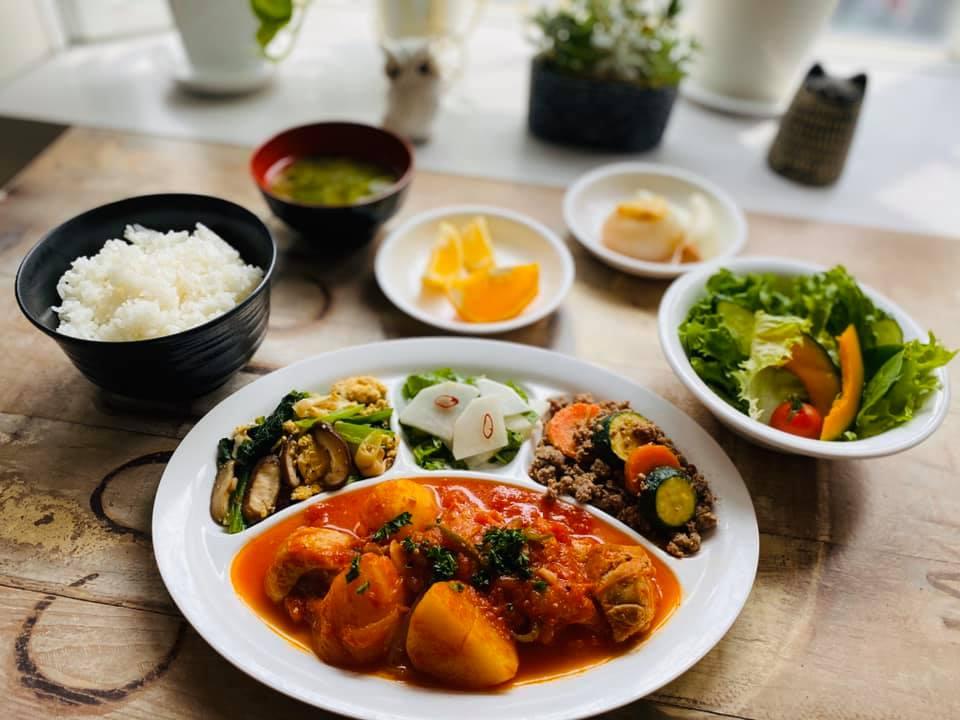 5月4日夕食 鶏肉とジャガイモのトマト煮