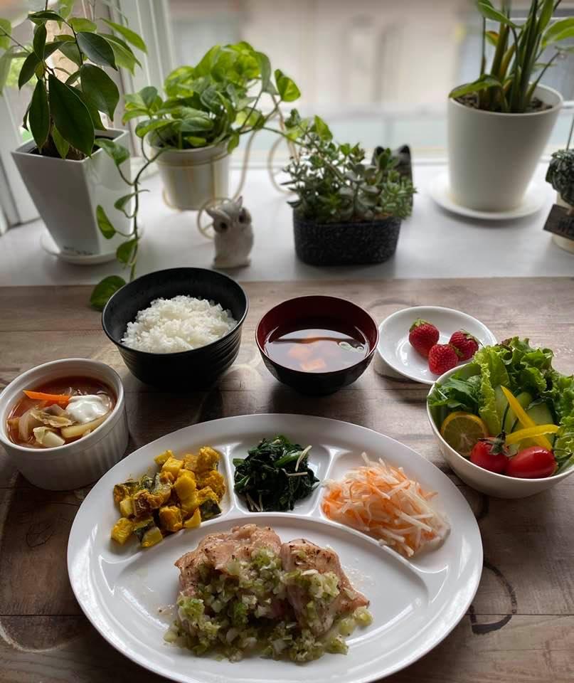 5月19日の夕食はロシア料理の「ボルシチ」。