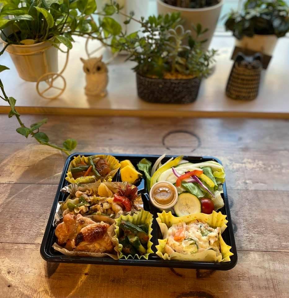7月2日、ヤクルトラグビー部のお弁当(鶏もも肉の塩麹漬け焼き、回鍋肉、ポテトサラダ etc...)