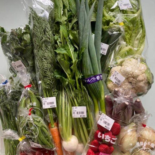 地元の採りたて野菜をたくさん仕入れました。